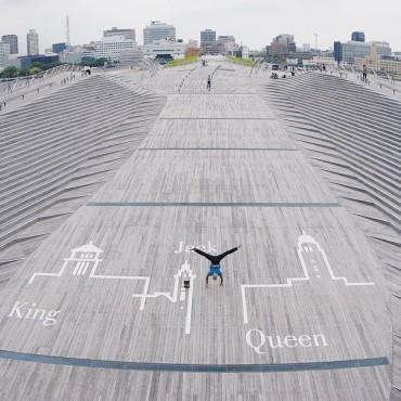 横浜・大さん橋くじらの背中にて。Taken by Ryo Kawanaka